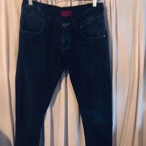 Super cute, Levi fitted, lightly destructed jeans!